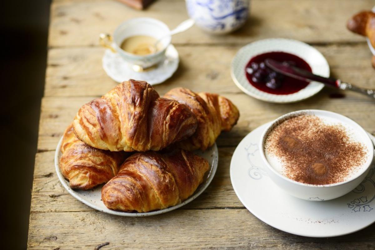 Ore 8:00 - Ricca colazione con cappuccino e cornetto